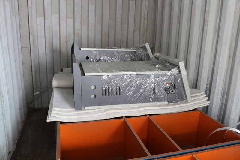 Mesin Geelong mengekspor tiga kontainer